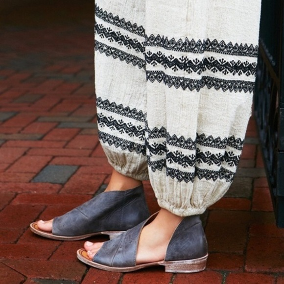e723e503a25dd Funky flat shoes Boutique
